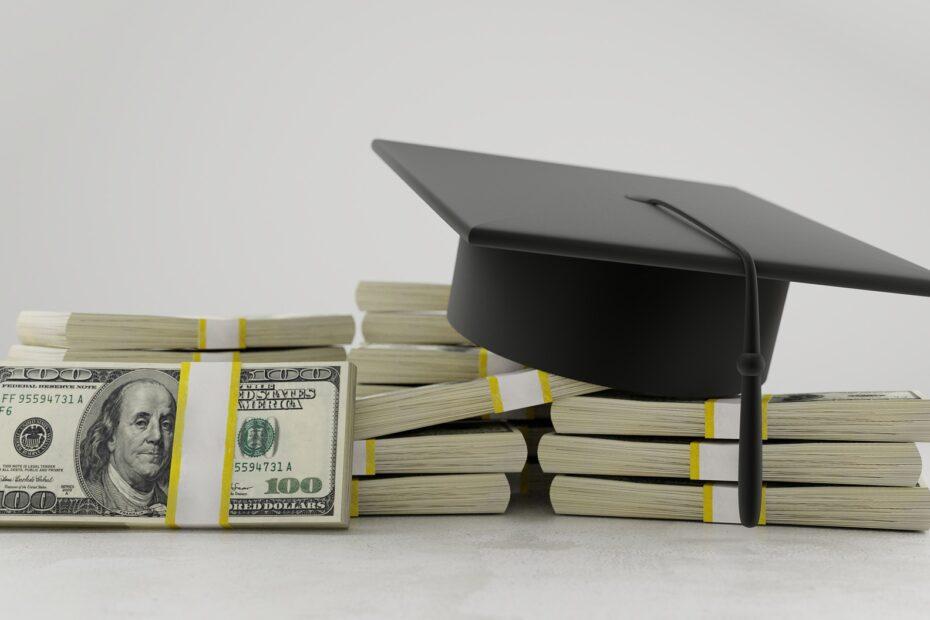 Undgå at være en fattig studerende: Find billige lån her